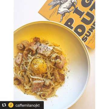 . . . we need creamy :) 🥛🍳🍝 【  #pastaloverjkt 】 . #repost @caffemilanojkt via @PhotoAroundApp  PIG OUT SUNDAYS IS BACK! Did you miss out on this plate of heavenly creamy spaghetti alla carbonara, served with smoked pork belly and pork crackling? We are bringing it back this coming Sunday (Aug 19) along with two new dishes! 🐷 . PIG OUT SUNDAYS SUNDAY, 19 AUGUST 2018 ALL-DAY . For enquiries, please call our team at +622123580638 or Whatsapp +628128756588 . www.caffemilanojkt.com | @caffemilanojkt #caffemilanojkt #uniongroupjakarta