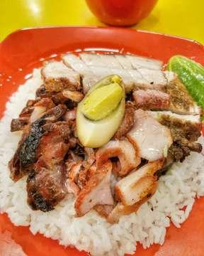 . . . #nasicampur #siobak #nasicampuryungyung99 #nasihainam #nasicampurspecial #samcan #photo #bistro #makanterus #casio #nasicampurbabi #makan #baliindonesia #gagaldiet #wonderfulindonesia #photography #designinterior #makanterus #eatandtreats #doyanmakan #foods #nongkrong #kuliner #foodgram #pergikuliner #cafe #photographer #telukgong #hainam #babipanggang #nasicampurenak