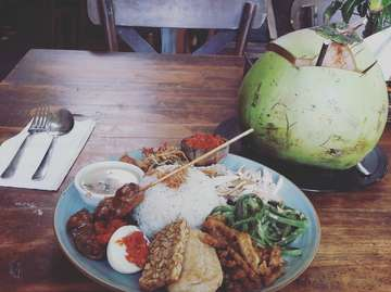 Lunch time with beautiful food of #nasicampurbali 😋💕