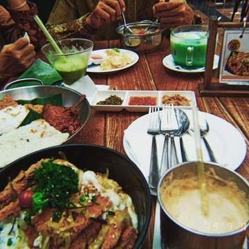 Makan nya kita di @mykopiomalang #mykopio @sandra_rhmn @elvarettahdyt