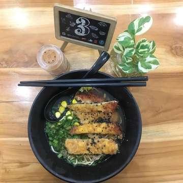 Our dinner tonight. Craving for ramen and takoyaki, just come and try their menus @kedaishi_  #kedaishi #malang #malangkuliner #malangfoodies #ramen #udon #takoyaki