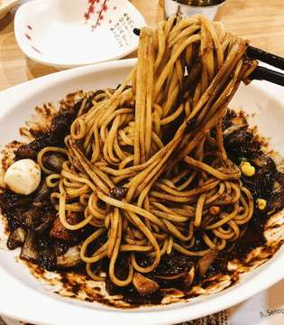 Jjajangmyeon terenak setanah air 👅👅 @legendofnoodles . #lindamie #jjajangmyeon #koreannoodles #koreanfood #noodleworship #noodlelover #doyanbakmie #bakmiclubid #foodgasm #legendofnoodle #jakartafood #iphoneonly