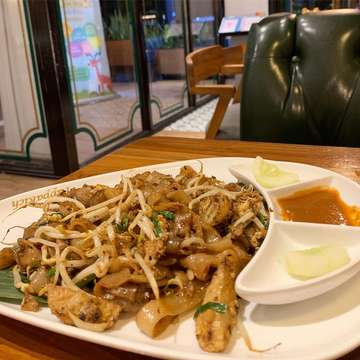 #kwetiaugoreng #pik #pantaiindahkapuk #jakartautara #food #foodie #foodies #foodporn #foodgram #jktfood #jktfoodies #jktfoodbang #kulinerjakarta #photooftheday #instalike #nomnom #yummy #delicious #like4like