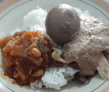 #lunch #gudegsongdjie @gudegsongdjie #delicious #haochi #recommended #cahkuliners #kulinerjogja #jogjaculinary #kulinerindonesia #indonesiacuisine #makanan #food #instafood #lifetoeat