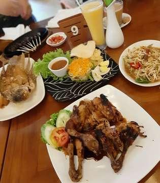 @sindang_reret_ciwidey 👍👍👍👍 . #food #foodlover #foodporn #foodpic #eat #instafood #instaeat #instalike #instapic #sharefood #foodstagram #cuisine #potd #picoftheday #foodie #foodgasm #igfood #foodphotography #delicious #tasty #jktfoodies #jktfoodbang #kuliner #jakartaculinary #hobimakan #anakjajan #anakjajanjakarta #sellyfooddiary