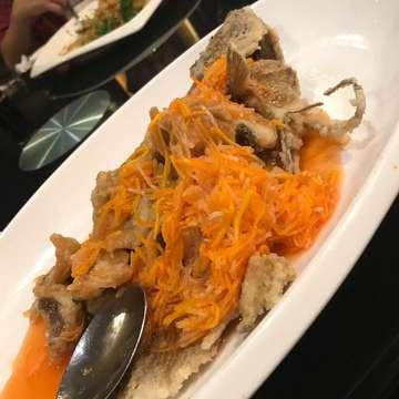 Kembali makan @junnjan pasti nggak lupa pesan ikan gurame asam manis. Daging ikannya yg renyah disiram dgn saucenya asam manis berisi wortel. Benar2 yummy... 😋😋😋 #junnjan @junnjan #ikangurameasammanis #kuliner #wowlaper #jktfoodbang #laperbaper #jktfoodestination #oldschool #chienesefood