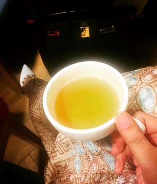 When all you need is a cup of peppermint tea just too calm yourself...#tired #tiredmom #peppermint #pepperminttea #tea #calm #calmmyself #mytea #acupoftea #acupofstyle #acupofmotherhood