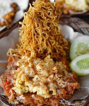 #foodies #happyweekend #kalap #morning #goodmorning #makanmulu #hungry #gagaldiet #bikingendut #gedeinperut #laperbaper #maknyus #myfavorite #mie #noodles #ayamgeprekleleh #ayam #chicken #mozzarella #yummy #delicious #enak #enakbanget #kuliner #kulinersemarang #recomended #lifetoeat