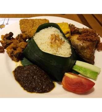 Puasa hari ke3, Breakfasting di @warungkoffiebatavia Senayan City with chingu 😊❤️ All you can eat cuma 100rb, puas banget (pilihan menunya banyak) dan enak banget 👌 . . . . . . . #breakfasting #warungkoffiebatavia #wkbbukber #allyoucaneat #love #food #yummy #delicious #foodporn #foodie #instagood #picoftheday