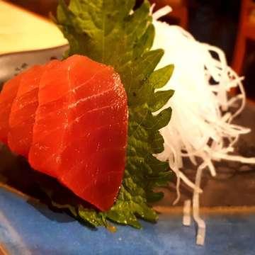 Maguro Sashimi . . . #bogor #explorebogor #bogoreatery #bogorculinary #visitbogor #infobogor #japanesefood #jktfoodbang #maguro #sushi #sashimi #rawfood #rawfish #kuliner #culinary #bogorhits #foodporn #foodphotography#foodgasm #foodgram #comfortfood #anakjajan #eatandtreats #buzzfeedfood #buzzfeast #tasty #foodie #foodstories #dailyfoodfeed