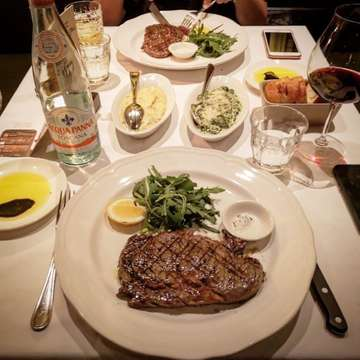 The meat eater's dinner table tonight. . Lovely USDA 300g rib-eye cooked medium-rare with a excellent very hearty mac n' cheese . . . . . #foodie #food #instaeat #springrain228 #jkteats #travel #steak #steakdinner #eat #bistecca #bisteccajkt #yummy #steaklover #ilovesteak #ribeye #carnivore #f4f #eeeeeats #followme #jktfoodies #sgfoodies #sgfoodblogger #jakarta #jktfoodblogger #foodblogger #travellingfoodies #travelblogger #foodporn #foodcomma #foodlover