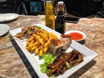 """Pokenbir . Naaahhh!!! Buat kalian yang uang nya masih sisa banyak pas long weekend ini, kalian bisa spent buat makan enak nih Mimin rekomendasiin makan di Pokenbir! Semua menu nya perfect 👌🏼 Mimin #SH disini makan Pokenbir Mix Plater biar bisa nyobain semua masakannya, Nasi Campur ala Bali biar tetep bisa ngerasain cita rasa Indonesaahhh~ Eits dan jangan lupa untuk dessertnya ditutup dengan Coconut Panna Cotta, emg kemarin bentuknya agak kurang bagus tapi tastenya tetep mantep! Dan kemarin hepi banget mimin dikasih tester """"pork fusion"""" mgkn ini namanya karena baru dalam proses RnD (last photo) Untuk rasanya enak banget, cuma kemarin mimin sih lenih suka kalo pork skinnya dibuat ky kulit pork belly dan dihancurin diatasnya!!! It's will be owesome!!! . Harga : -Pokenbir Mix Platter : 125.000 IDR -Nasi Campur ala Bali : 80.000 IDR -Coconut Panna Cotta : 32.000 IDR . Lokasi : @pokenbir . Ahhh, sampe udah lewat pun tetep terbayang2 melted pork belly nya 😋 So, Stay Hungry! . #pokenbirmixplatter #nasicampurbali #pannacotta #coconutpannacotta #pokenbir #jakarta #jajanjakarta #jajananjakarta #kulinerjakarta #food #makanan #eat #makan #restaurant #restoran #streetfood #kuliner #culinary #kulinerindonesia #pesonaindonesia #wonderfulindonesia #anakjajan #myfunfooddiary #stayhungry #nuukphotography"""