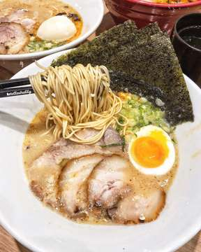 Makan malamku 🍜, makan mlm kalian apa? . Bumil ga pernah deh bisa nolak sama yang namanya ramen dari @ippudoindonesia, biasa semangkok ramen makan berdua, kalo disini, semangkok ga rela bagi2. Hahahaa.. Siapa juga yang begitu? #iloveeating #stellaeating #stellachubbymakan #ippudoindonesia #bakmiclubid (⭐️ 4/5) . . In frame: Shiromaru ramen special ...... 📍Ippudo Indonesia, all outlet. ...... #foodie #foodies #foodism #foodporn #foodgram #foodstagram #foodislife #foodgraphy #foodstyling #foodstylist #foodblogger #foodbloggerjkt #kulinerjkt #kulinerjakarta #happiness #happytummy #fattogether #instamood #instafood #jktfoodbang #jktfoodhunting