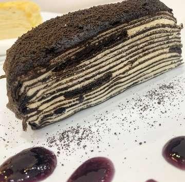 Oreo layer cake 👍🏻 @firstlovepatisserie #oreolayercake #oreocake #firstlovepatisserie