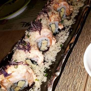 🍣Super delicious sushi by @itachosushi.id !!!🍣 Wow super fresh salmon, super creamy mayonaise nya, keseluruhan rasa nya perfect! Kenyang banget makan 3 plate aja. Service nya juga super ok karena tanggap banget dan super ramah waiter/waitress nya☺  Jadi pokoknya me akan makan ini lagi sih! #sushi #itachosushi #sushiindonesia #sushijakarta #jakartafoodies #jktfoodbang