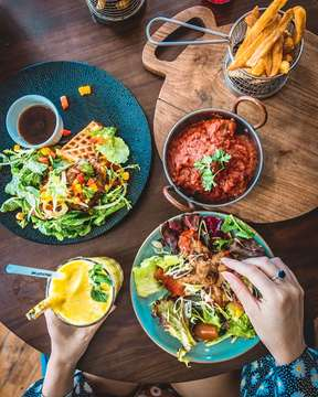 That kind of brunch spreads you expect for weekend 🔥🤩🙌 See you our house! Open door start from 7AM 😉 #thejunctionhouse #thejunctionhousebali 📸 @twotickets.toanywhere