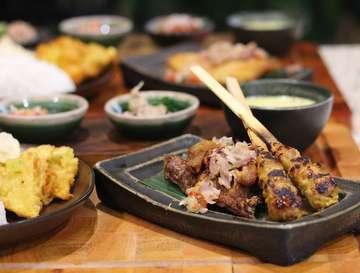 Selamat berbuka Puasa dear friends😁 Lagi kepingin berbuka puasa atau dinner dengan makanan Bali yang yummy.? Harus banget mampir ke @helloputumade 😉 Paket Gurame sambal matah Sanur dan Bebek Crispy Ubudnya recommended banget😉👍❤ . . . 📍Putu Made Senayan City, Lantai 5 . . #helloputumade #balineserestaurant #balinesefood #makananbali #bukber #indonesiafood #bebekcrispy #satelilit #satay #sambalmatah #sambal #bukapuasa #instafood #foodgasm #foodstagram #foodporn #foodie  #foodblogger #foodstory #buzzfoodfeed  #eeeeeats  #makananindonesia  #tasteofindonesia #indonesiaculinary #instalunch  #dinner #seleranusantara #beautifulcuisine #flavorsofbali #makanenak