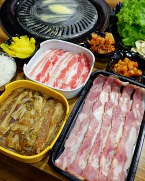 22 April 2019  Udah sebulan lebih gak ke @charadakoreanbbq jadi kangen juga nich 😆 Ini tempat makan korean bbq terbaik sich, dari segi rasa, harga semua oke 👍 . . Charada 📱@charadakoreanbbq 📍Jl. Kebon Jukut No. 25-29 kav. 2 Bandung Taste : 9/10 In frame : 🐷 Samgyeopsal Rp 37.000 🐷 Samgyeopsal Marinated Rp 39.000 🐷 Hunje Samgyeobsal Rp 39.000 🍚 Rice Rp 5.000  #food #foodislife #foodlovers #foodstagram #instafood #foodinframe #koreanfood #koreanbbq #charada #charadakoreanbbq #samgyeopsal #infokulinerbandung #kulinerbandung #bandungeatery #bandungfoodies #bdgsociety #duniakulinerbdg #nakamajem #kemanamanamakan #letsgoeatall #foodnotebdg #mrfoodjournal #makanpakereceh #kulinerakut #dailyculinarybdg #foodgallerybdg #vanchanfoodjournal