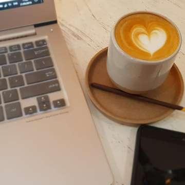 Pigeon Coffee, Bintaro. . Dadakan pindah kerja ke sini. . Yang mau lihat review cafenya bisa lihat di Youtube Vivi GBG 😉 . #ngafe #ngopi #ngombekopi #kerja #iBiGdigitalkepigeoncoffee