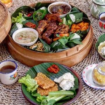 GRATIS 1 untuk tiap reservasi 10 orang! Asyik tenan ki bukber rame-rame di Angkringan Gajah Jakal❤️ . Peket buka mulai dari 20k, free es teh, dan ada free takjil dengan menu berbeda tiap harinya . Cucyok tenan tempat dan menunya buat buka puasa di daerah Jakal,, TOPPP👍 . 🏠Angkringan Gajah (@angkringangadjahyk) ♨️Jl. Kaliurang km 9, Yogyakarta ⏱11:00-24:00 ☎️Info Reservasi : 081915498080 #voilajogja