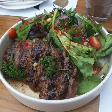 Common grounds😍 Thai beef salad😍👍 . #whatieatwhatipost #jktfoodbang #jktfoodie #food #foodpics #foodblogger #foodlover #foodporn #foodie #instafood #maknyus #topmarkotop #jktfoodbang #nomnom #yummy #yummyfood #enakbanget #makansampekenyang #diediemusttry #makanenak #eeeeeats #eatandtreats