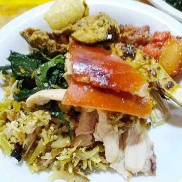 Babi Guling and the chillies @Bali  #kulinerbali #babiguling #nasicampurbali #porkbarbeque #foodgram #foodism #foodporn