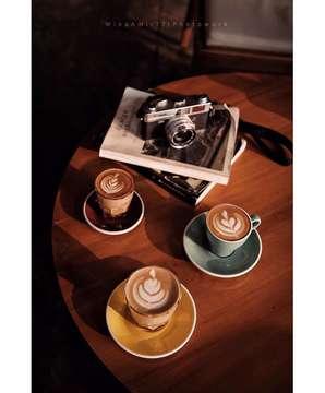 Caffeine time. . . . .  #kopi #coffee #coffegram #coffeetime #coffeesesh #coffeelover #coffeeaddict #coffeeshots #coffeetable #coffeephotography #masfotokopi #mbakfotokopi #mbakngopi #kopitanpagula #anakkopi #coffeespecialty #kopiindonesia #mengkopikanindonesia #coffeetography #onthetable