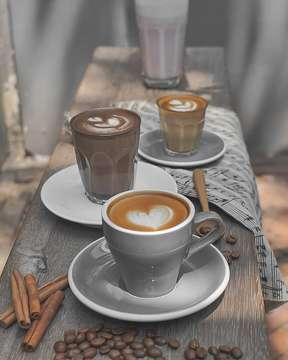 Cappucinno latte . . . #moodygrams #anakkopi #coffeegram #coffeelatte #latteart #indocoffeegram #coffeeaddicted #hobikopi #happyboringlife #kopikita #caturracoffee #surabayahits #manmakecoffee #mbakmotokopi #coffeeshop #coffee_inst #coffeeholic