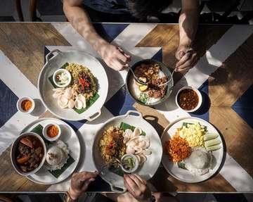 Buka puasa apa hari ini? ⚡️ Salah satu tempat makan enak di Semarang yang nawarin tempat cozy dan makanan affordable yang enak. Langsung check @kedaiamarta . . 🥓 : @kedaiamarta