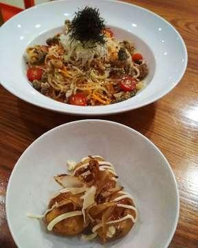 Dinner @oseki_resto #citra6 #oseki #salmonskinsalad #takoyaki #modernjapanesecuisine #Sundaynight #weekend