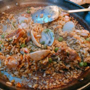 Cheap, casual spanish rst. #spanishfood #mukbang #makanapahariini #makan #cumigoreng #paela #vlog #kuningan #makanapa #jakartafood #jakarta